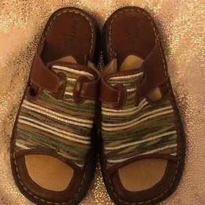 Born Drilles size 8 slide sandals
